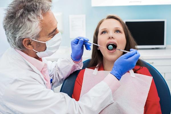 Wichtigste Indikationen für eine Zahnextraktion